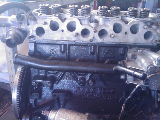 Lackierter Motor mit montiertem Kopf