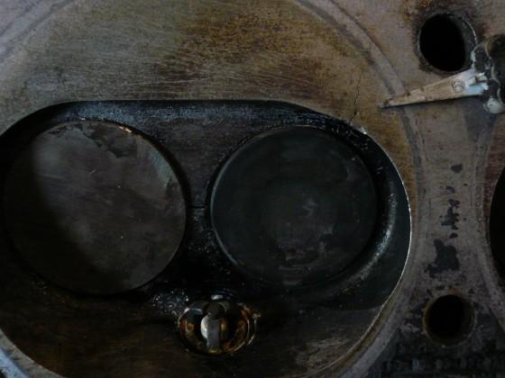 Zylinderkopf mit Riss